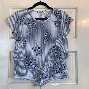 Cute blue and white cropped top. Women's M.